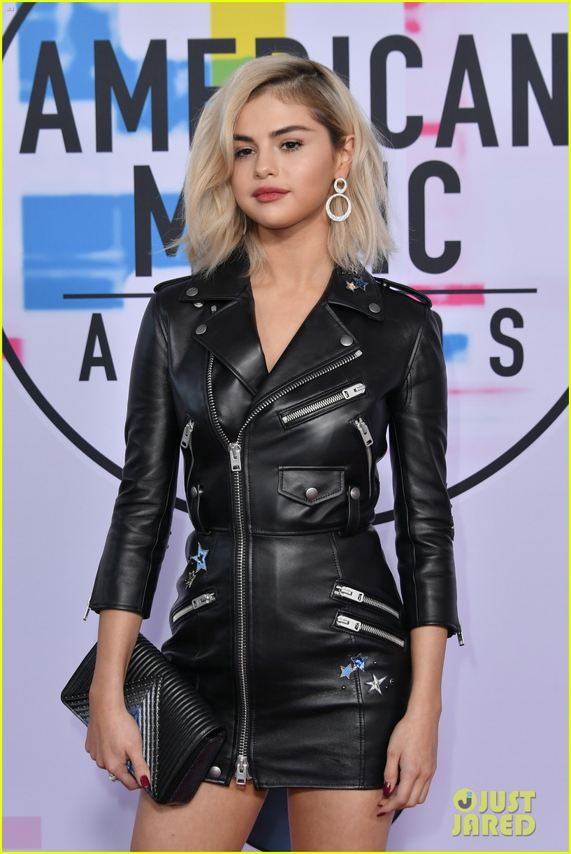 selena gomez is back to blonde again after three and a half years 02