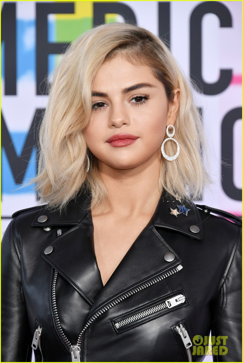 selena gomez is back to blonde again after three and a half years 04