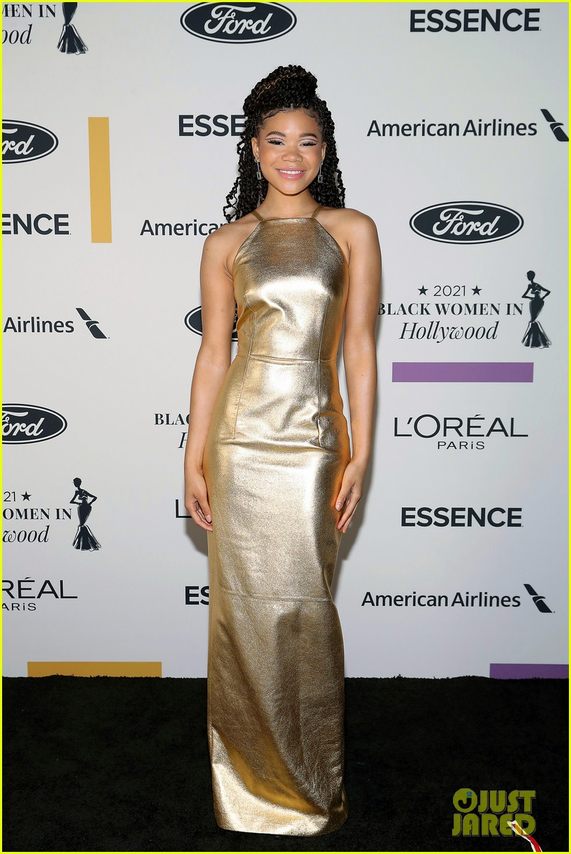 zendaya walks first red carpet in over a year see her gorgeous look 04