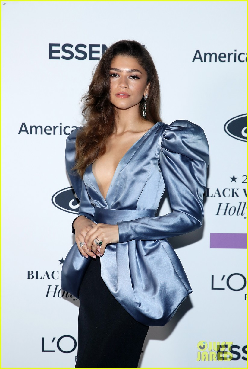 zendaya walks first red carpet in over a year see her gorgeous look 05