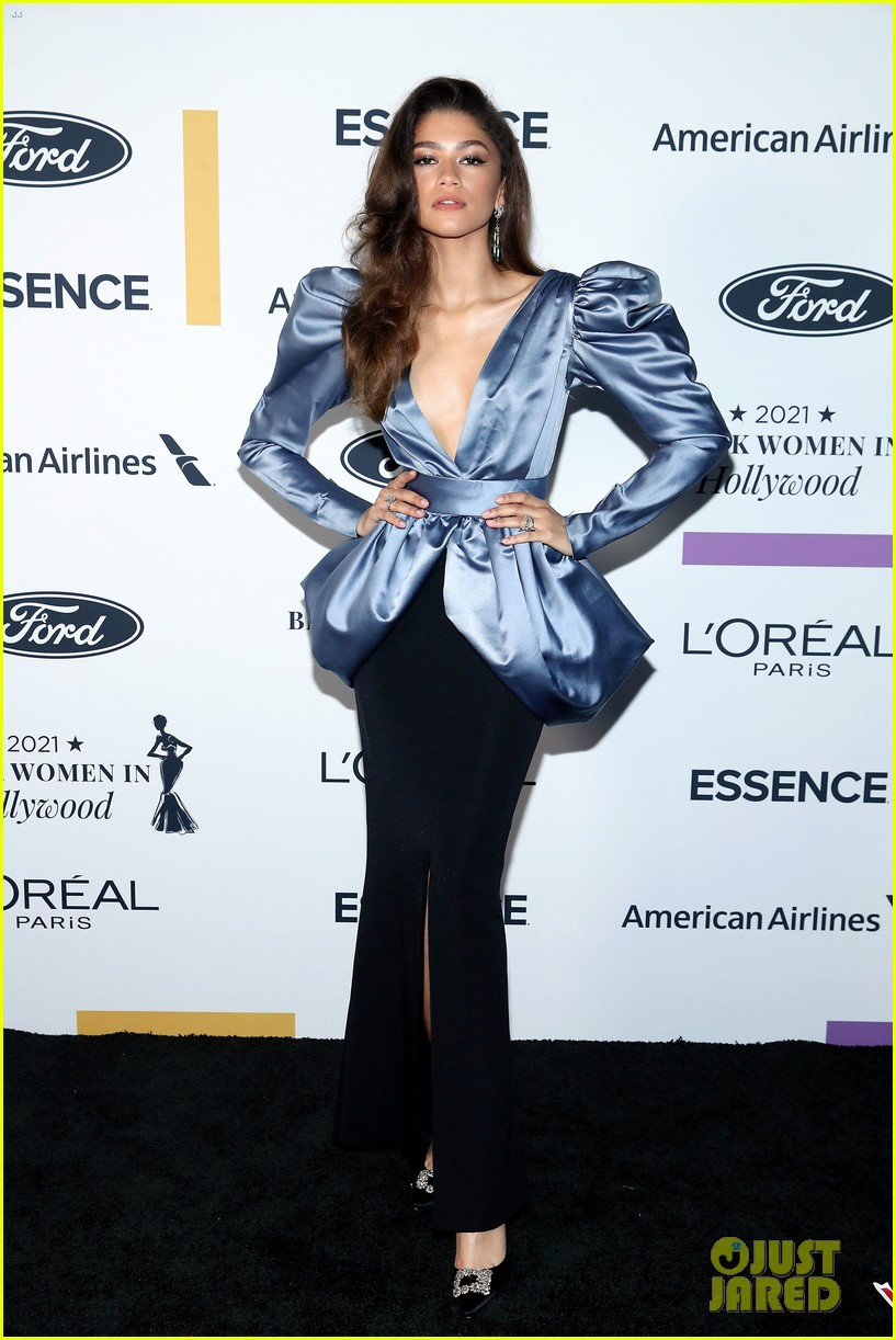 zendaya walks first red carpet in over a year see her gorgeous look 09
