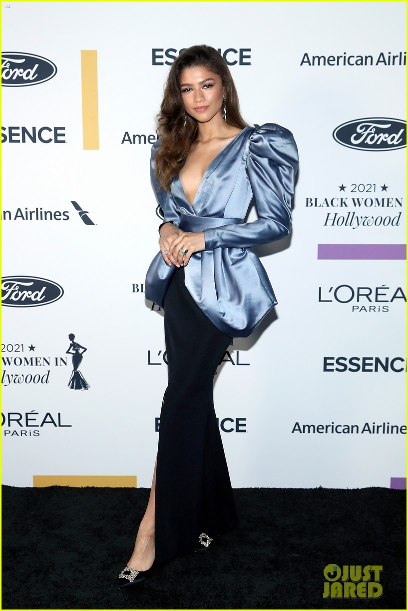 zendaya walks first red carpet in over a year see her gorgeous look 10