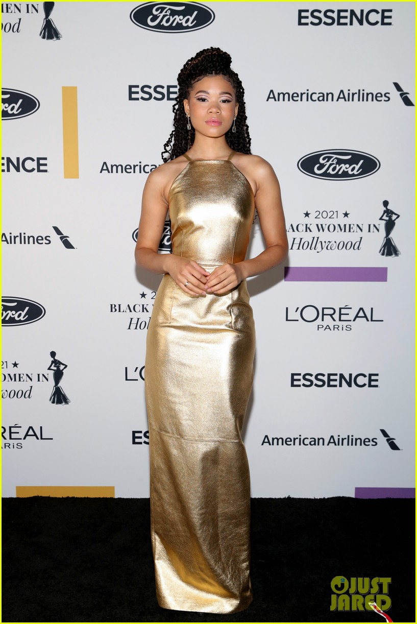 zendaya walks first red carpet in over a year see her gorgeous look 14