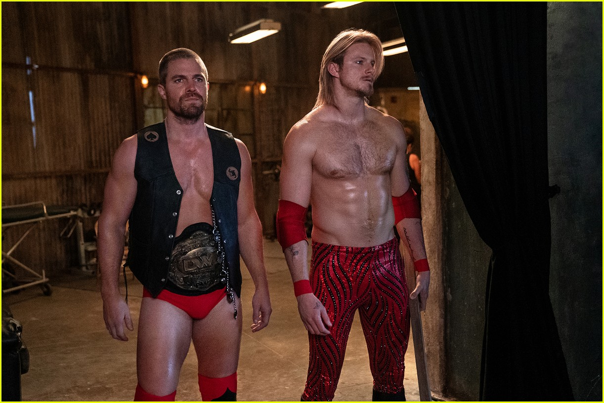 stephen amell alexander ludwig star in first look at new wrestling series heels 01