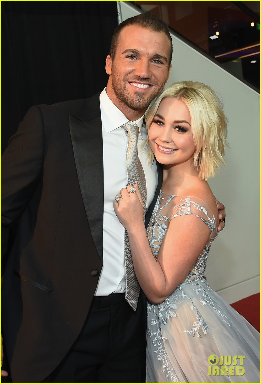 country singer raelynn hubby josh davis are expecting 02