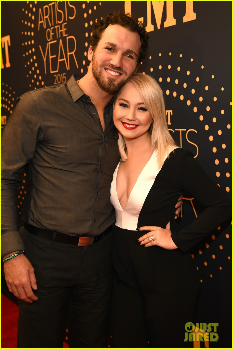 country singer raelynn hubby josh davis are expecting 04