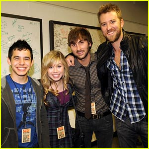 Jennette McCurdy Supports Country Music Fall of Fame