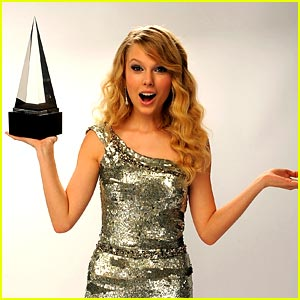 Taylor Swift Grabs SIX American Music Award Nominations!