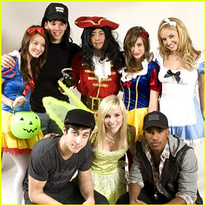Tiffany Thornton & David Henrie: Spooktacular Sleepover!