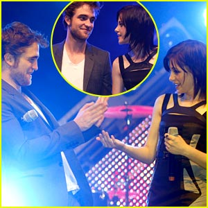 Kristen Stewart & Robert Pattinson Joke Around in Germany