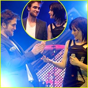 Kristen Stewart & Robert Pattinson Joke Around in Germany