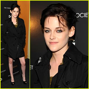 Kristen Stewart is Trenchcoat Terrific