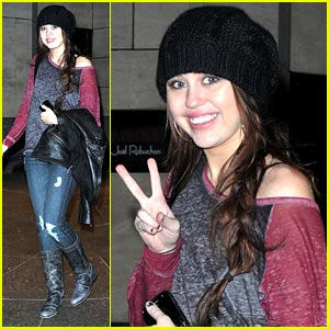 Miley Cyrus: Black Beanie Beauty