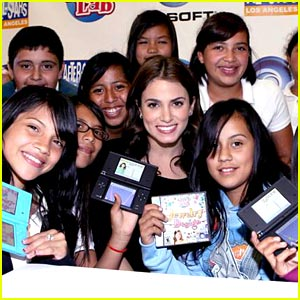 Nikki Reed Surprises Twilight Tweens