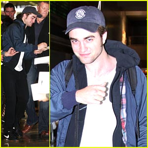 Robert Pattinson Brings New Moon to Narita Airport