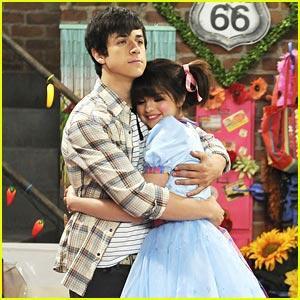 David Henrie & Selena Gomez: Dollhouse Rescue!