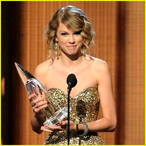 Taylor Swift: AMAs 2009 Artist Of The Year!