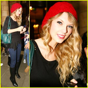 Taylor Swift: Red Beanie Beauty