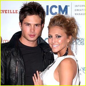 Cassie Scerbo & Cody Longo: Happy Holidays!