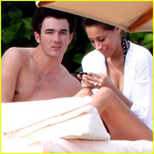 Kevin & Danielle Jonas: Honeymoon in Mexico!