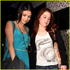 Selena Gomez & Jennifer Stone are East-Enders