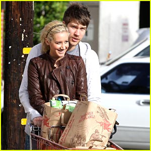 Ashley Tisdale & Scott Speer: Trader Joe's Joyful