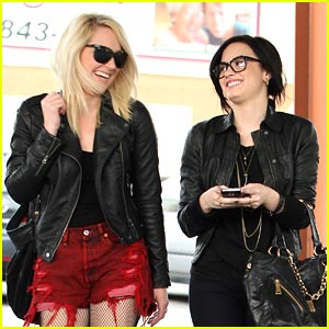 Demi Lovato: Burgers at Big Boy!