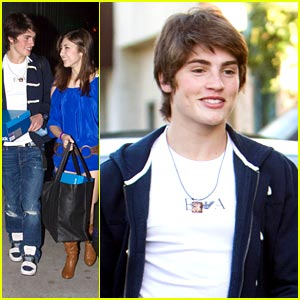 Gregg Sulkin & Shelby Young: Golden Globe Gifting