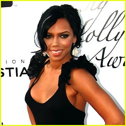 Kiely Williams: Calling Extras For Spectacular Video!