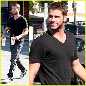 Liam Hemsworth: Robek's Juice For Two