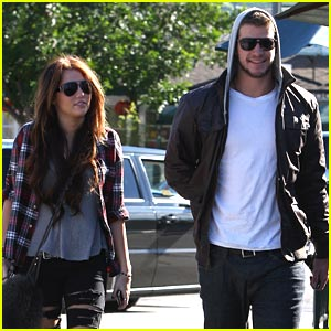 Miley Cyrus &#038; Liam Hemsworth: Starbucks Sweeties