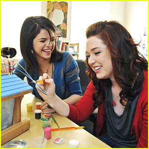 Selena Gomez & Jennifer Stone: Bird House Buddies