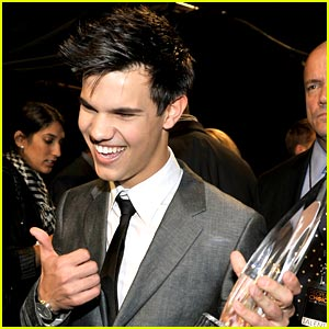 Taylor Lautner Wins Breakout Movie Actor!