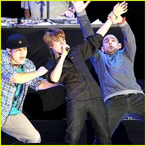 Justin Bieber Performs at Pepsi Fan Jam
