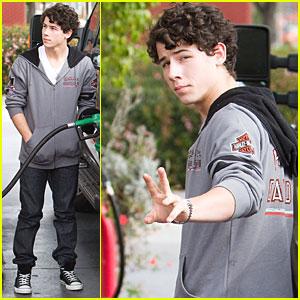 Nick Jonas Fuels Up & Gives Back