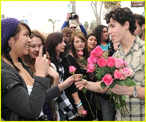 Nick Jonas: Roses For My Fans!