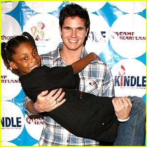 Robbie Amell Dances The Night Away