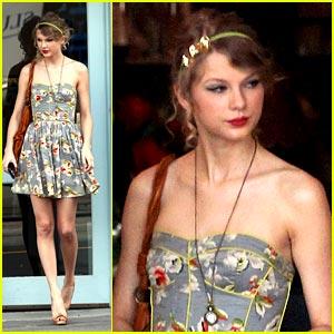 Taylor Swift is Summer Dress Sweet