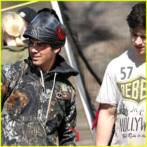 Joe Jonas & David Henrie: Paintball Pals