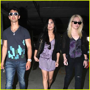 Joe Jonas & Demi Lovato: Church-Going Couple
