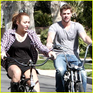 Miley Cyrus & Liam Hemsworth Tour Toluca Lake
