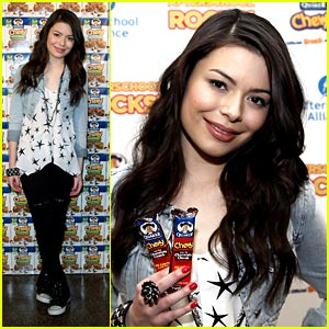 Miranda Cosgrove is Chewy Charming