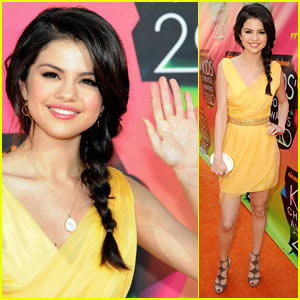 Selena Gomez - Kids' Choice Awards 2010 Orange Carpet