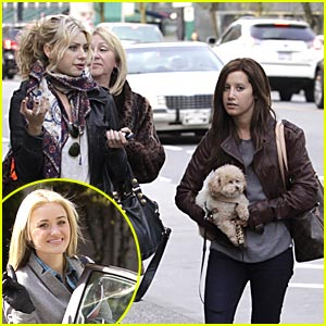 Ashley Tisdale & Aly Michalka: AJ & Mom are Here!