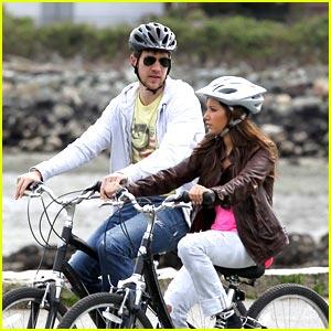 Ashley Tisdale & Scott Speer: Bike Ride Around Vancouver