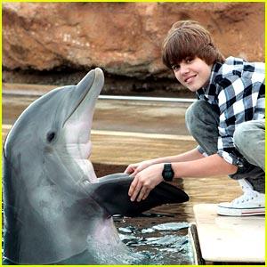 Justin Bieber Finds A Little Bit of Paradise