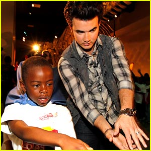 Kevin Jonas: Field Trips For All with Lunchables!