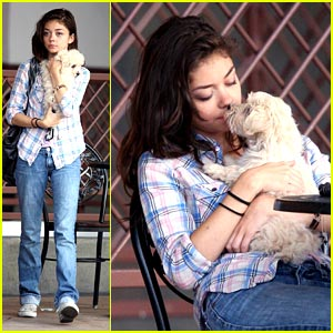 Sarah Hyland Cuddles with Barkley Bixby