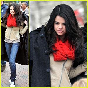 Selena Gomez: Bonjour, Disneyland!