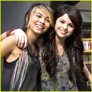 Selena Gomez & Hayley Kiyoko Eat To the Beat
